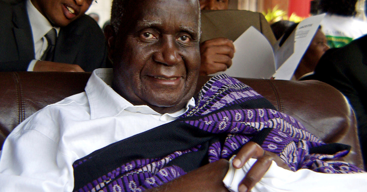 FILE PHOTO: Zambia's former president Kenneth Kaunda attends the 40th anniversary of independence in Lusaka October 24, 2004, after the government publicly apologized for arresting and jailing him on trumped-up charges in 1997. Known as Northern Rhodesia under British rule, Zambia won independence from Britain following successful negotiations with freedom fighters led by Kenneth Kaunda, the founding president. REUTERS/Salim Henry  RSS/GB/File Photo